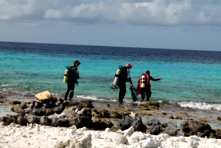 divers entering the water in Bonaire with nitrox