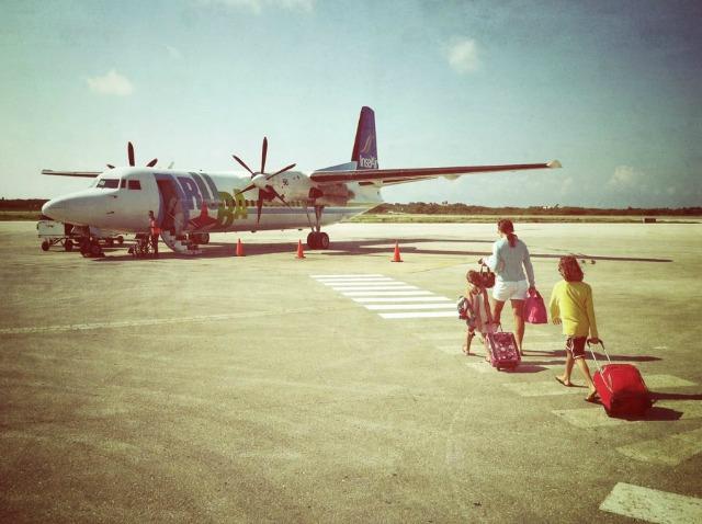 insel air airplane on Flamingo airport runway bonaire