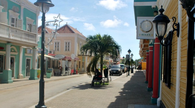 kaya grandi in downtown Kralendijk - vacation rentals bonaire